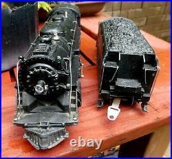 LIONEL 726 Engine & Prewar Whistling die cast tender Serviced smokes runs great