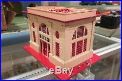 LIONEL PREWAR 117'LIONEL CITY' CREAM/RED ILLUMINATED STATION WithSTOP CONTROL