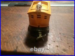 Vintage lionel electric train set. Prewar. Eng#253 and 4 car's. O gage